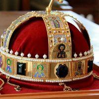 Kiállítják Pécsen a koronázási ékszerek másolatait