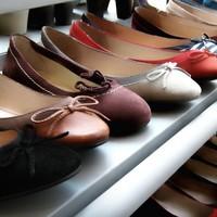 Kinek cipő, kinek papucs...