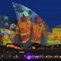 Lenyűgöző vetítéssel tisztelegtek az ausztrál tűzoltók előtt