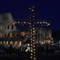 """A """"keresztre feszültekre"""" hívta föl a figyelmet Ferenc pápa nagypénteken"""