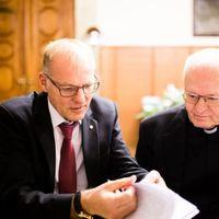 Mit mond a főpap és a főbíró jog és erkölcs kapcsolatáról?