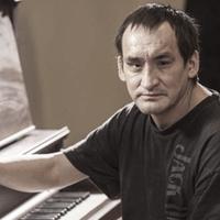 Nem zenél többé templomokban a hajléktalan zongorista