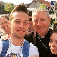 Beer Miklós: csodás véletlenek szegélyezik az egyház fiataljainak útját