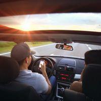 A vezetés közben telefonálók jogosítványát végleg be kellene vonni
