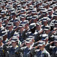 Újabb 1000 katonát küld Trump a Közel-Keletre