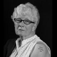 A tetovált nagyi, aki nem kér a kegyes halálból