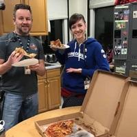 Pizzában mérhető a kollegák közti szolidaritás