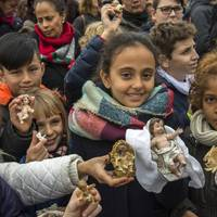 Gyermekek ezrei lepték el a Szent Péter teret