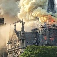 Felbecsülhetetlen kár: lángokban a Notre-Dame