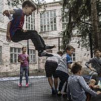 Rászoruló gyerekeket táboroztatnak a pótnagyik
