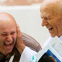 Azt ismered, hogy két pap kacag a templom tövében?