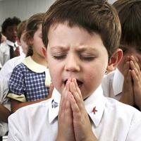 Több egyházi iskola, kevesebb vallásos fiatal