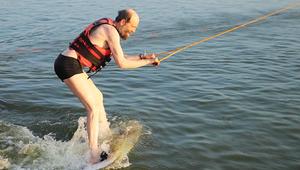 Most a hullámokat lovagolta meg a sportos érsek