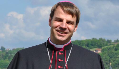 Passau püspökét is megkövezik?