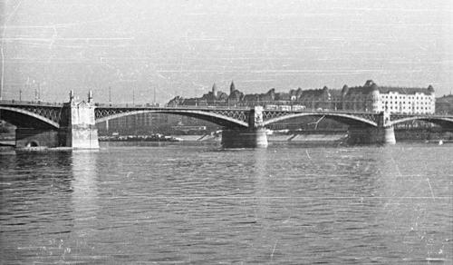 75 éve omlott a Dunába a Margit híd