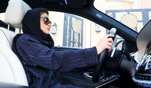 Mostantól a világon mindenhol vezethetnek a nők
