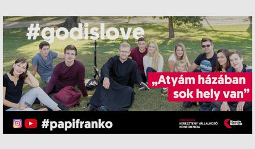 Üdítő reakció: plakátokon válaszolnak fiatal katolikusok a kólakampányra