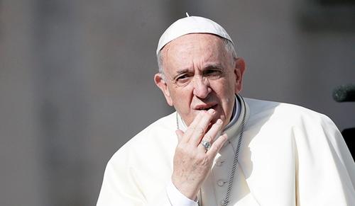 Erre vajon mit lép a pápa?