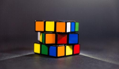 Villámgyorsan kirakja a Rubik-kockát egy új algoritmus