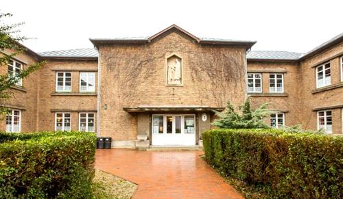 Egyházi iskolák: egy katolikus megszűnik, egy református ismét állami lesz