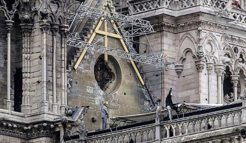 Most a víz rombolásától kell megóvni a Notre-Dame szerkezetét