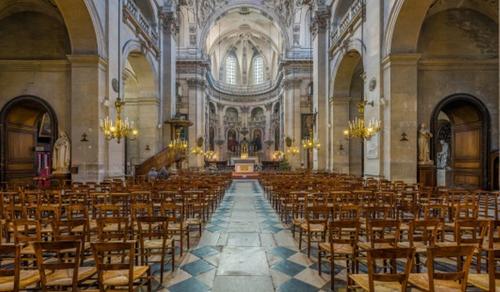 Fegyveres rendőrök zavartak meg egy szentmisét Franciaországban
