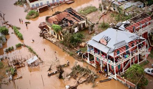 Több millió dolláros segély a ciklon áldozatainak