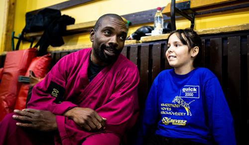Kongói kick-box mester teremt békét Tiszavasváriban