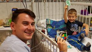 Egyetemisták dobják fel a kórházban fekvő gyermekek mindennapjait