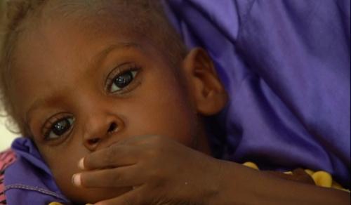 Élelmiszerhiány: gyermekek ezrei halnak meg Nigerben