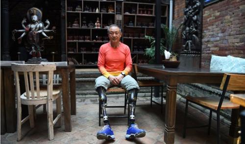 Lábak nélkül, 70 évesen ért fel a világ tetejére