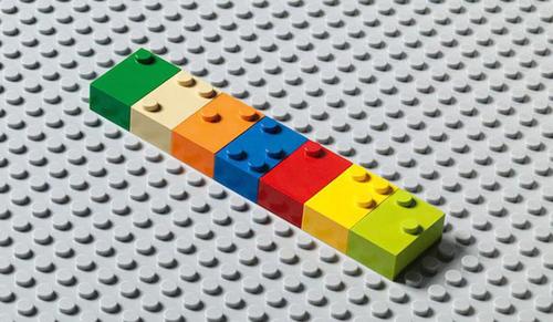 Vak gyerekek építhetnek-e színes játéktornyokat? Miért ne?