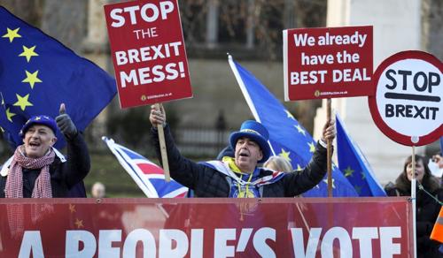 A brexit soha nem érhet véget: újra elhalasztották a kilépés dátumát