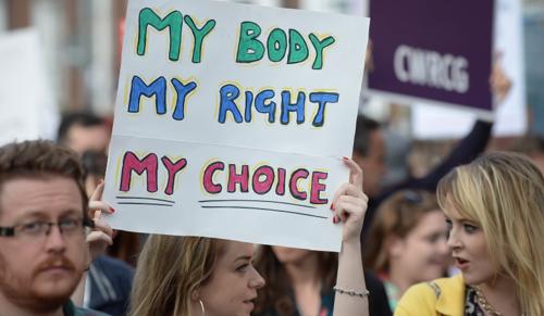 Elsöprő többség: az írek nem kérnek az abortusztilalomból