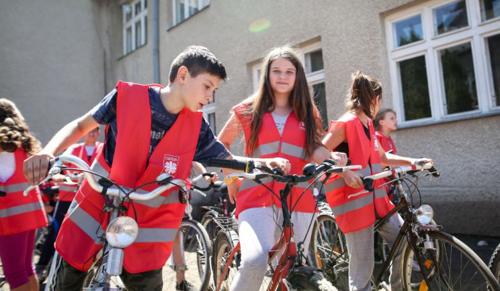 Ötven kerékpárt ajándékozott kárpátaljai családoknak a Katolikus Karitász