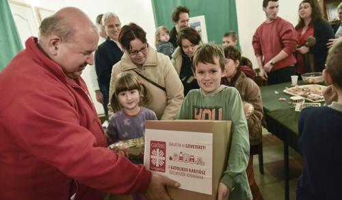 Szabadkai nagycsaládosoknak segített a Katolikus Karitász