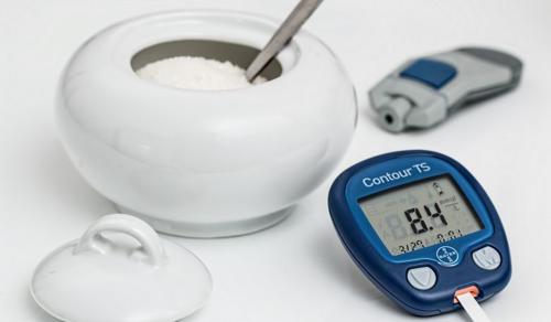 Több ezer diabéteszes gyermeket segít a kormány