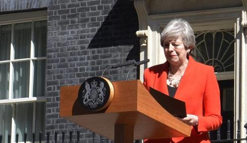 Theresa May bejelentette lemondását