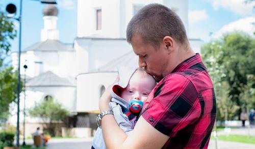 Így neveli Down-szindrómás kisfiát az egyedülálló apuka