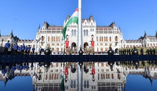 Családi programokkal várják az ünneplőket a Kossuth téren