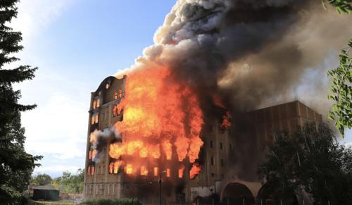 Kigyulladt egy műemlék épület Békéscsabán