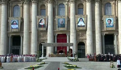 Ferenc pápa új szenteket avatott