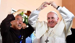 Csak nem egy magyar népdalra táncolt a pápa?