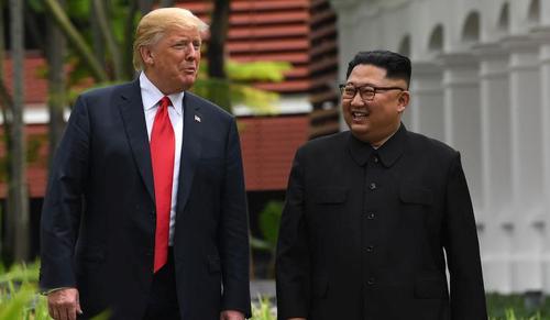 Történelmi esemény: Trump összehozta a két Korea elnökét