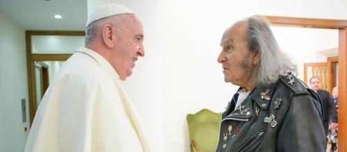 85 éves a francia rocker pap