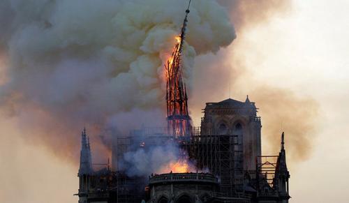 A Notre-Dame papja: ez kiütés, árvák lettünk