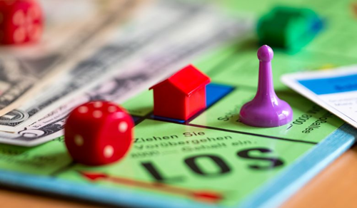 Egy társasjáték, melyben a vagyon elvesztése a cél