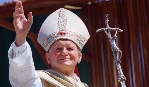Felavatták Szent II. János Pál pápa bronz szobrát Piliscsabán