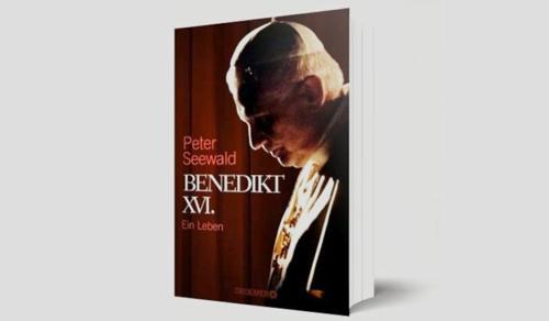 Lemondásáról is őszintén vall életrajzi kötetében XVI. Benedek