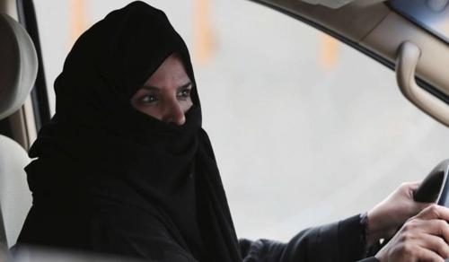 A vezetéshez való jog után most katonák is lehetnek a szaúdi nők